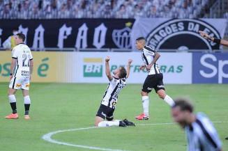 Atlético saiu atrás, mas virou o jogo e derrotou Corinthians no Mineirão (Foto: Alexandre Guzanshe/EM/D.A Press)