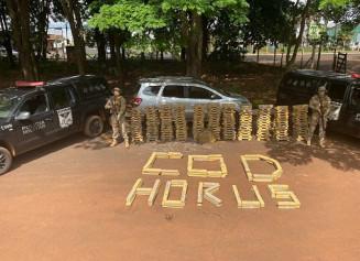 A Polícia Militar (PM) apreendeu, na tarde desta quinta-feira (19), dois carros que transportavam um carregamento de 750 kg de maconha, em Rio Verde, (Foto: divulgação/PM)