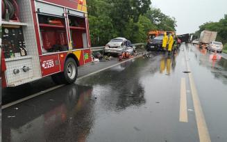 Acidente deixa dois mortos e um ferido na BR-020, em Posse, Goiás — Foto: Divulgação/Corpo de Bombeiros