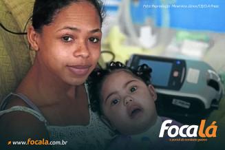 """Érica de Sousa, 24, conheceu a AME devido ao diagnóstico da filha. """"O corpinho não sustentava"""", conta - (Foto: Reprodução Minervino Júnior/CB/D.A Press)"""